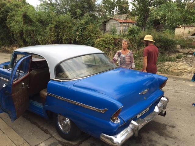 Fin taxibil på Cuba. Tre fram o tre bak.