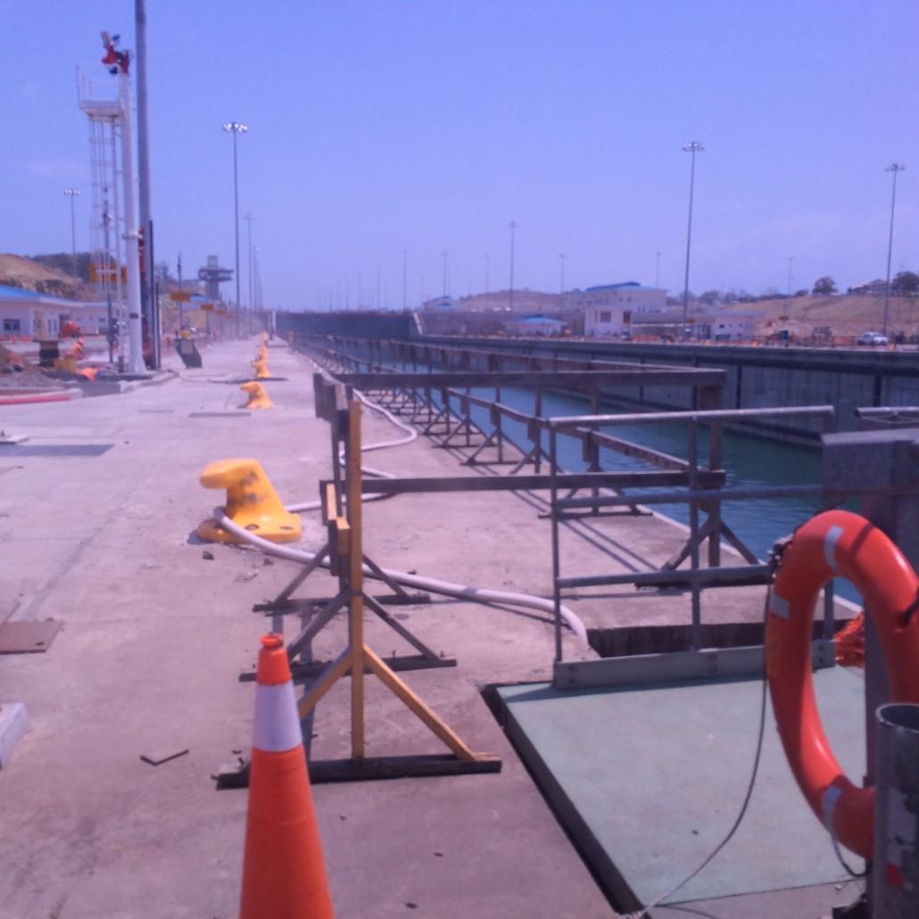 En nybyggd och bredare sluss/kanal. Invigning i juni.