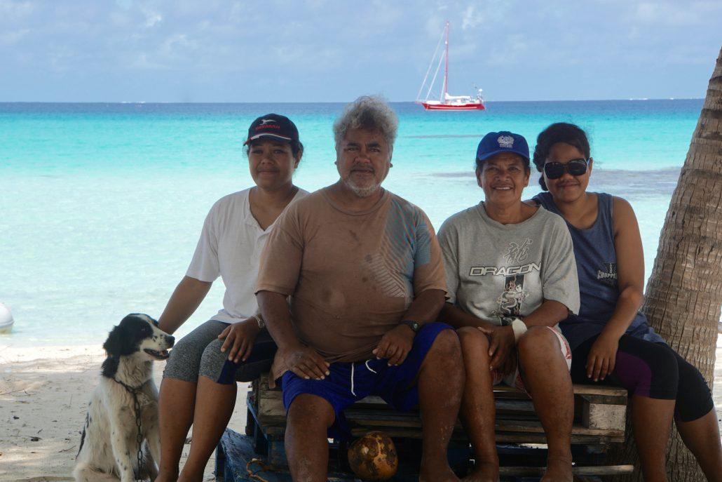 Vår fina familj som tog så väl hand om oss. Faimano, Marcello, Ariadne och Karina