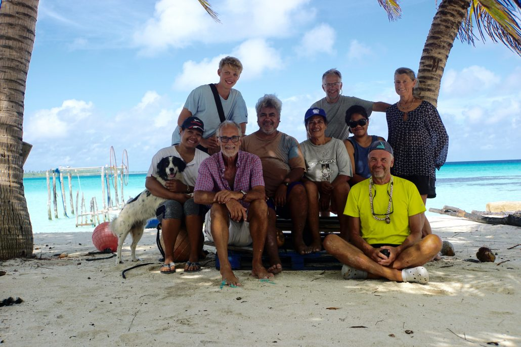 Gruppbild dagen innan vi lämnar ön.