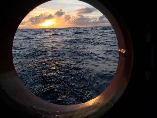 En ny dag gryr, 4:e dygnet till havs. Den 8 okt kl 08 seglar Nerthus in till Savusavu/ Fiji/ och tar en boj vid Copra Shed Marina