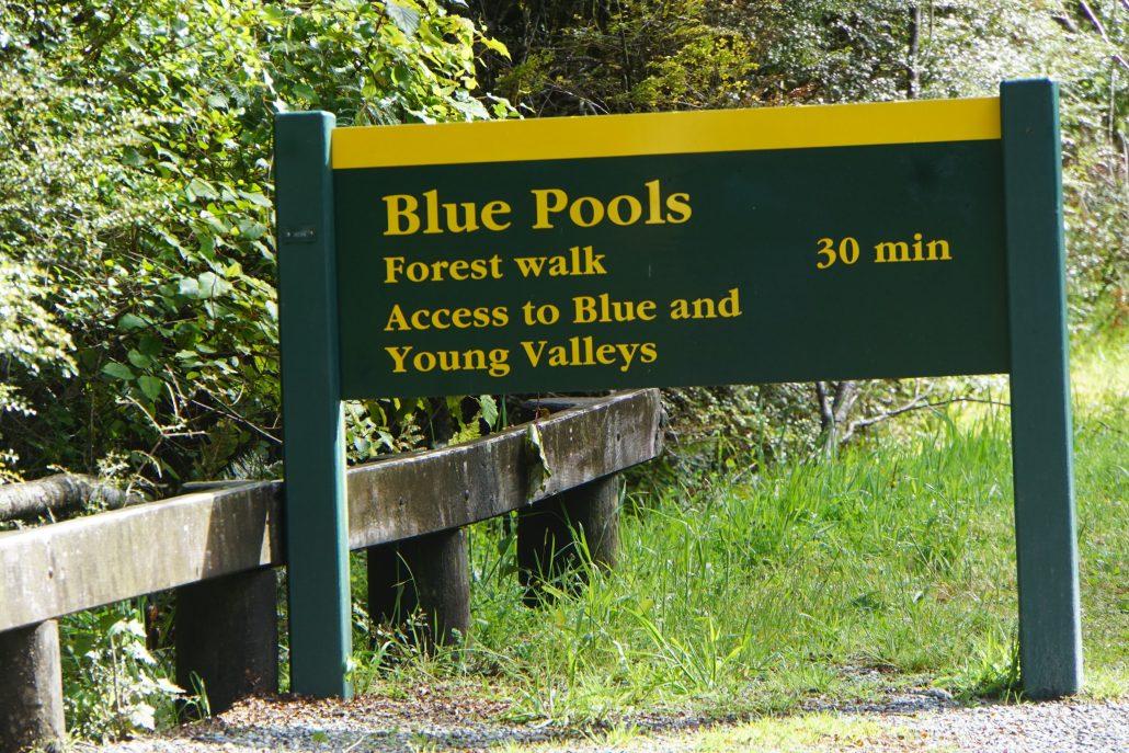 Bra skyltning utmed vägar o stigar. Vi gick till Blue Pools.