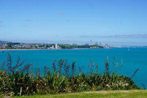 Aucklands centrum där borta..