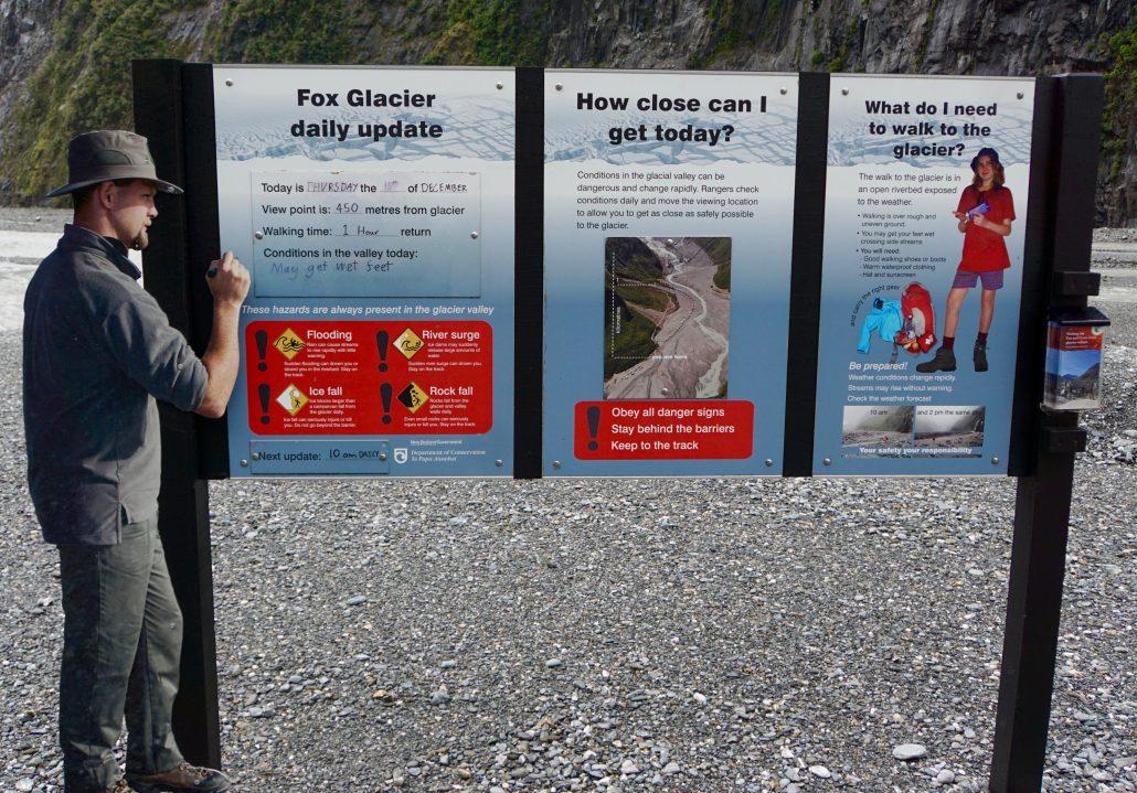 Info innan vi gick in i Fox Glacierområdet.