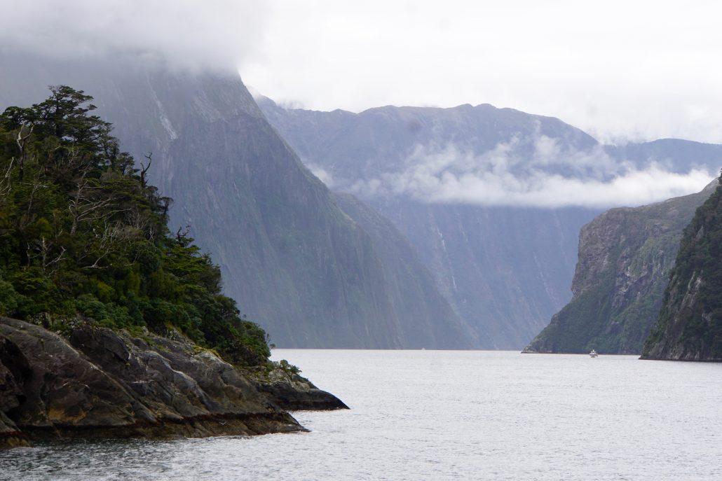 Inloppet till Milford Sound, som James Cook missade då han seglade norrut förbi det som i dag kallas Fjordlands.
