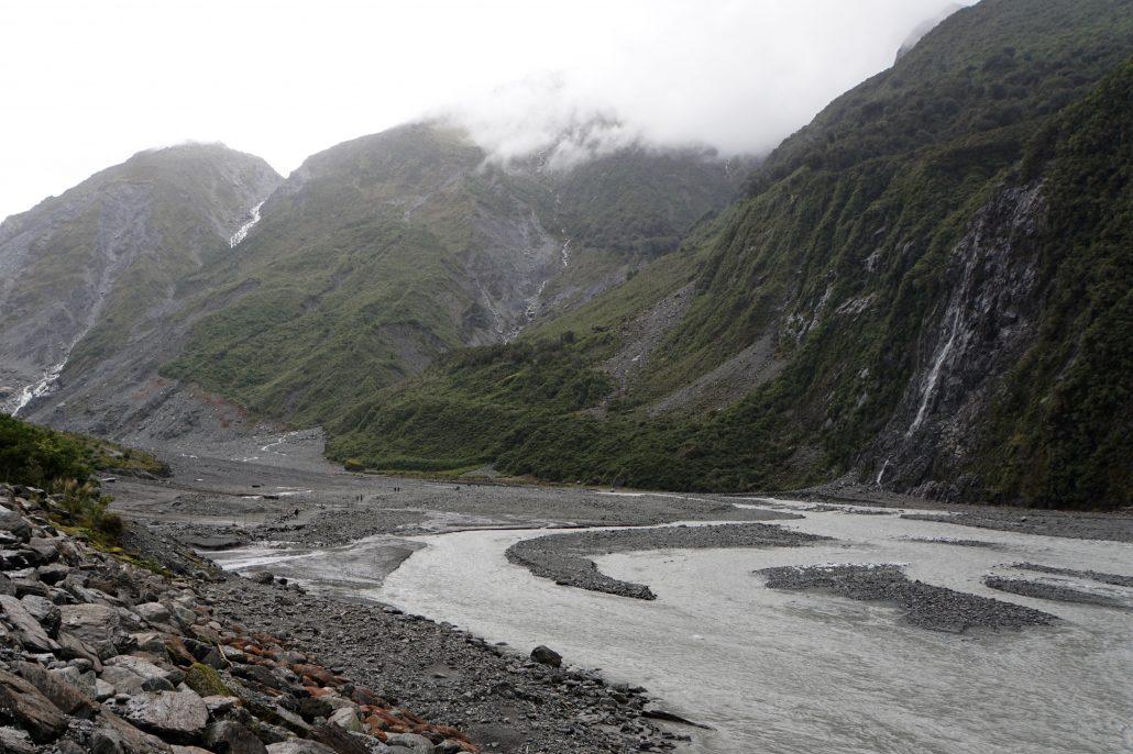 Vattendeltat en bit medströms nedanför Fox Glaciär.